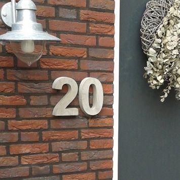 Huisnummer Beton